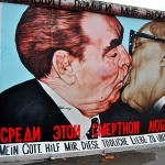 bacio-muro-berlino-east-side-gallery