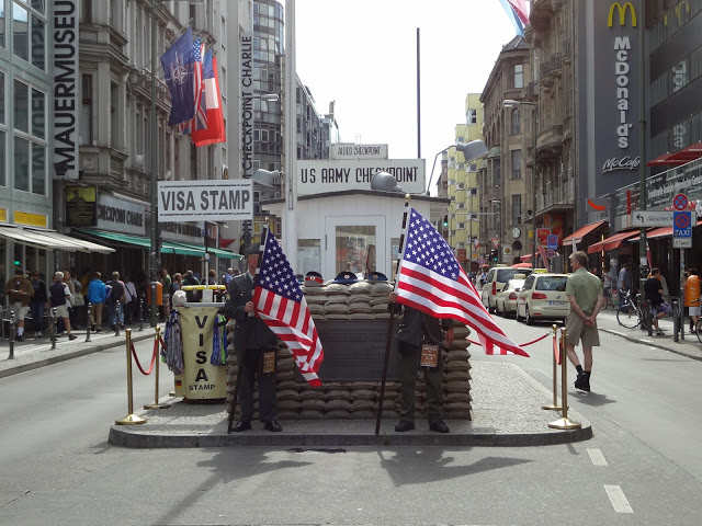 cosa-vedere-Berlino-Checkpoint-Charlie